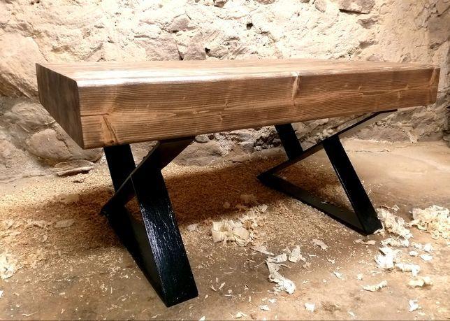 ŁAWA drewniana z metalowymi nogami. Świerk.