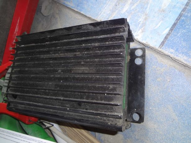 Автомобідьний підсилювач звуку Bose  6 каналів 12 вольт