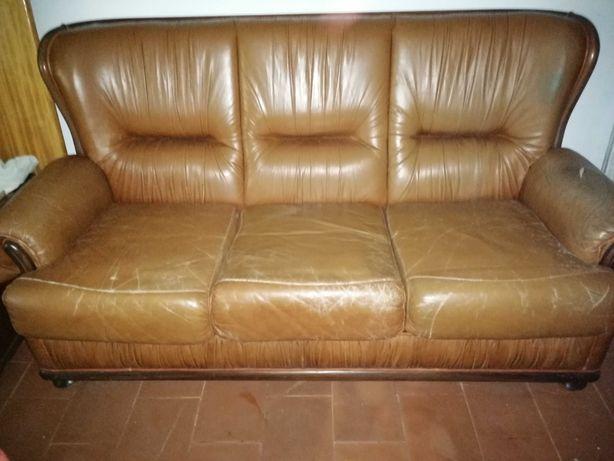 Três sofás em couro