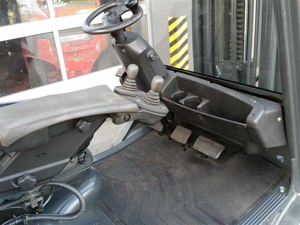 Wózek widłowy Linde H30T 2007 rok TRIPLEX