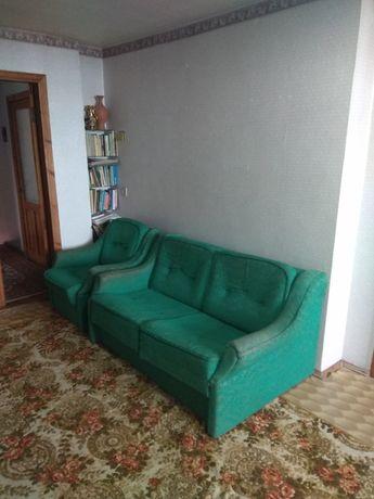 Мягкая мебель: диван малютка + одно кресло.