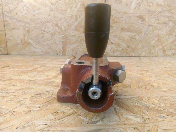 Zawór Rozdzielacza hydraulicznego MF 3 4 , 255 , 235 , 2812 , 3512