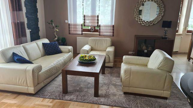 Komplet wypoczynkowy : sofa 3 osobowa + 2 fotele ze skóry naturalnej .