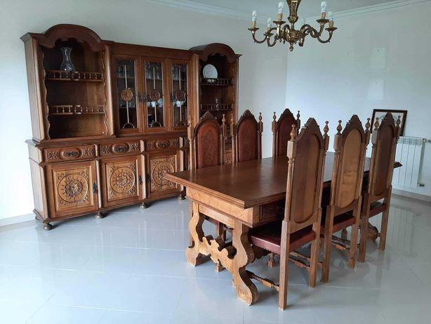Conjunto de sala de jantar com louceiro