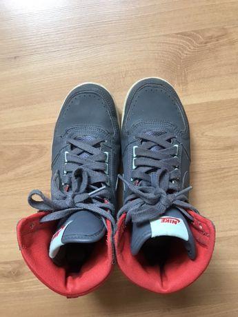 Кроссовки Nike 37.5