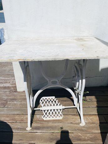 Mesa ferro com tampo marmore e pe maquina costura