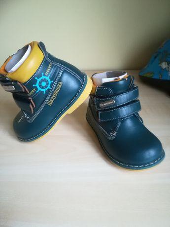 Продам демісезонні черевики на хлопчика.