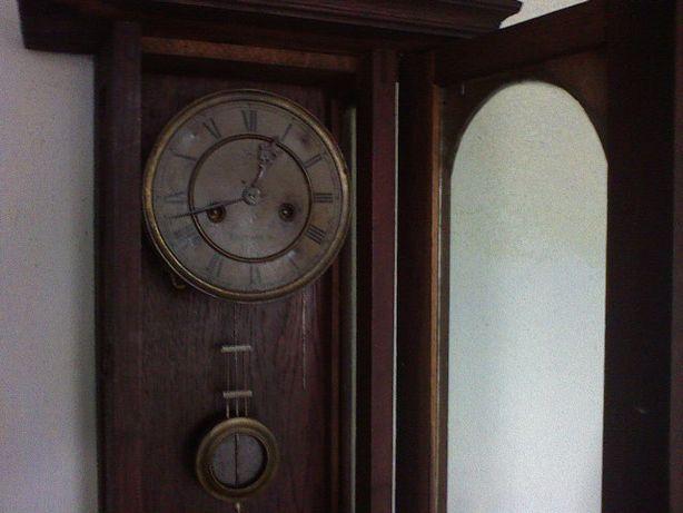 Старовиний годиник Юнггансь.