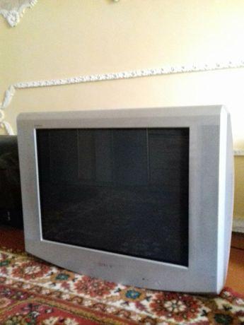 Телевизор SONY в отличном  состоянии новый пульт.