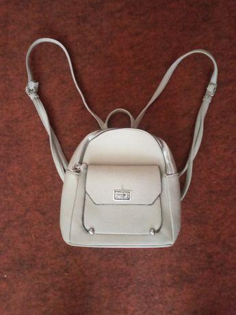 Рюкзак сірий, невеликого розміру