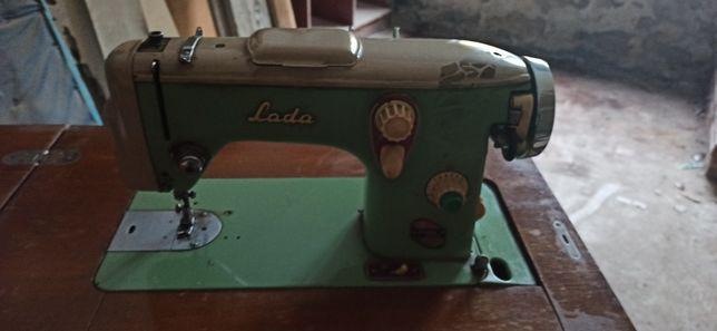 Швейная машина Лада