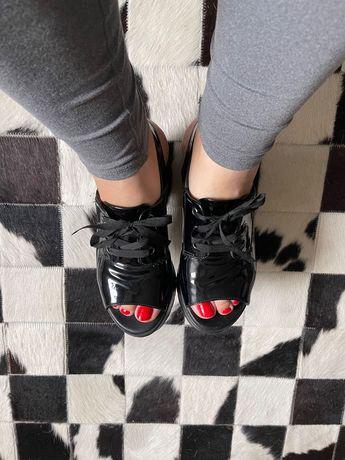 Sapato com tacão alto plataforma