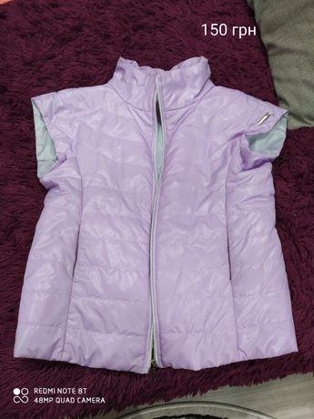 Продам жилетку, курточку и пальтишко