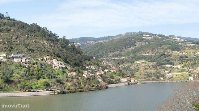 Moradia T6 com projecto de arquitetura aprovado, em Baião no Douro
