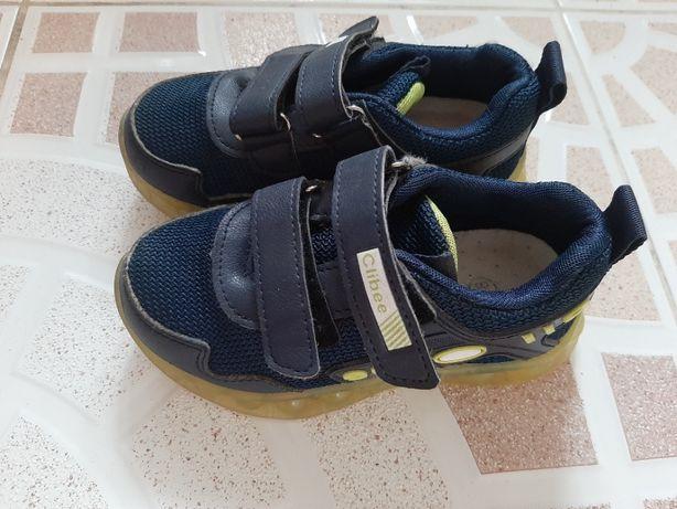 Кроссовки с мигающей подошвой Clibee 28 размер 17,2 см стелька