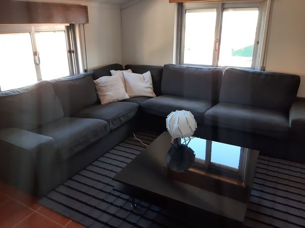 Sofá de canto cinzento