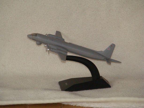 продам модели самолетов выполнены из алюминия, не пластик, длина-17 см