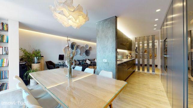 Apartamento T2 no centro de Linda-a-Velha com varanda e Box