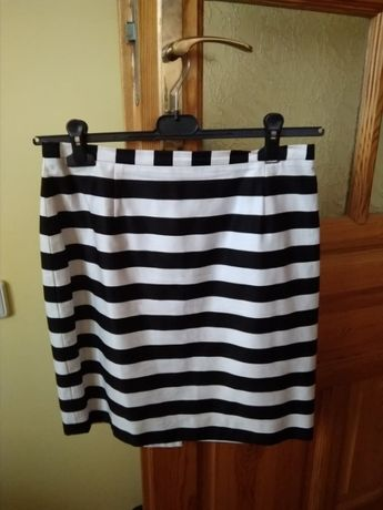 Czarno-biała spódnica SIMPLE