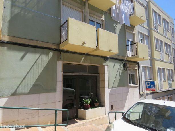 Apartamento T1 para remodelar em Algés