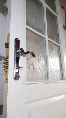 Двери с врезанным замком KALE, ключом и ручками