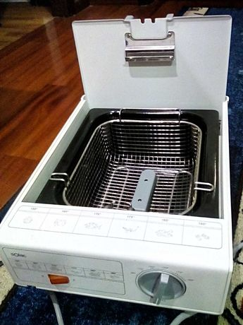 Fritadeira nova nunca usada, para desocupar espaço.