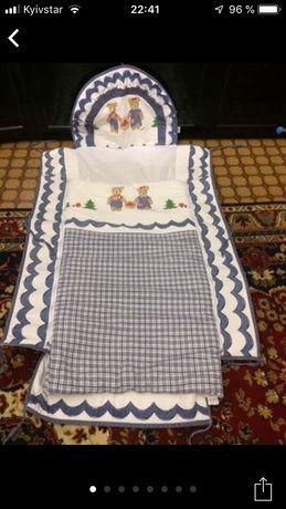 Защита с балдахином и постельным бельем