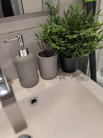 Zestaw łazienkowy kubek na szczoteczki i dozownik do mydła