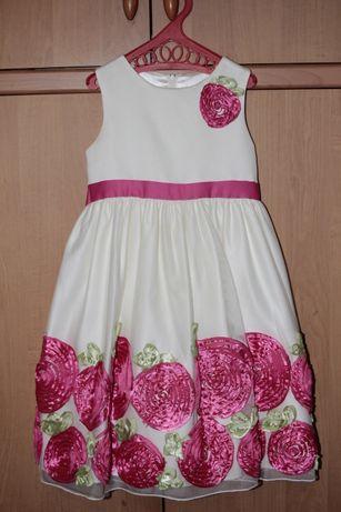 Нарядное платье для модницы цвета айвори с розовыми розами на 6-7 ле