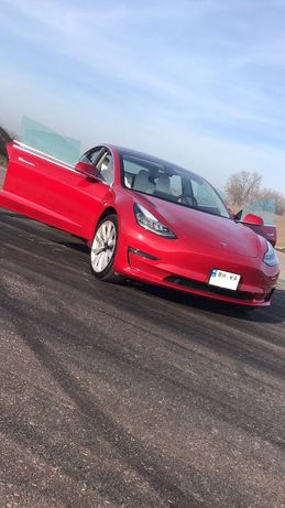 Tesla Model 3 Mid Range 2018 года 5.000 km пробег