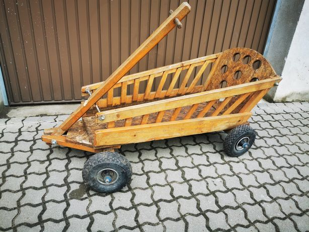 Wielki drewniany wózek do przewozu dzieci  z Niemiec