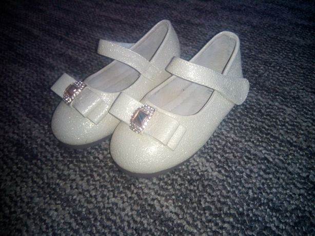 Туфлі для дівчинки святкові.