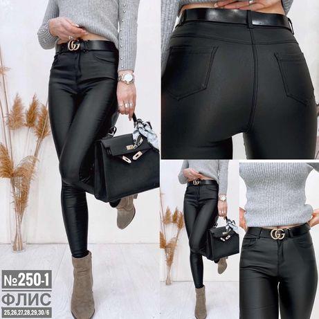 джинсы из экокожи на флисе