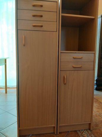 Szafka z trzema szufladami i półkami