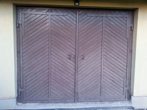 Brama Garażowa drewniana używana