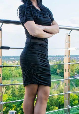 Маленька чорна сукня ( плаття)