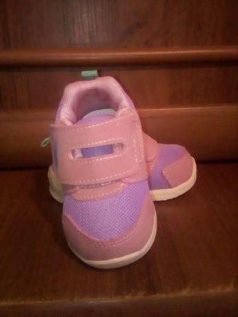 Обувь для девочки. Первые шаги.