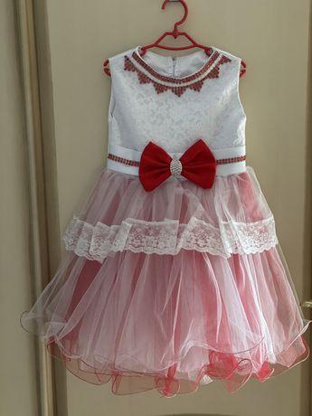 Новогоднее нарядное платье на девочку.