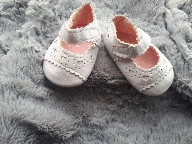 Buciki niemowlece  białr dziewczynka 0-3 chrzciny