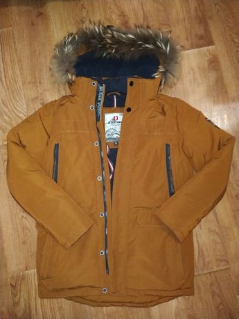 Зимняя куртка парка в идеальном состоянии