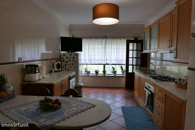 Apartamento T2 com garagem em Urbanização