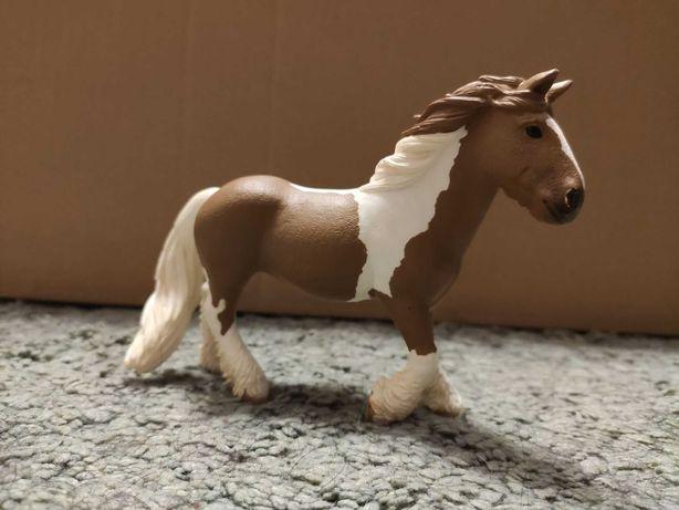 Figurka konia Schleich - Klacz rasy Tinker 13773