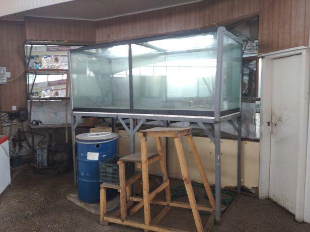 Продам Аквариум на 2500 литров для торговли живой рыбой цена 39000 руб