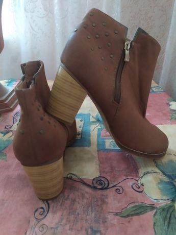 Женские полу сапоги на каблуке. Кожа. 41 р на полную ногу