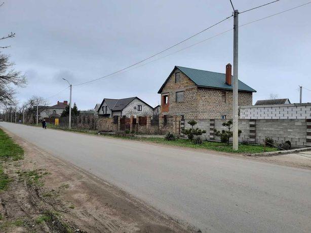 Фасадный участок с домом