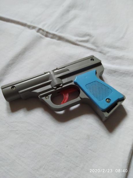 Игрушка пистолетик