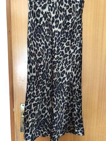 Saia midi acetinada leopardo H&M