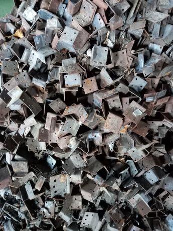Уголок метал 30 х 30 на вес. По 50 рублей кг.