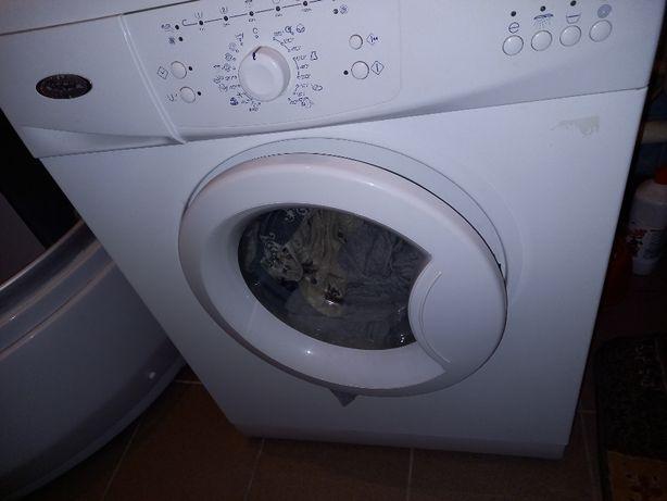 Продам стиральную машину Whirlpool 60см 5кг в отличном состоянии