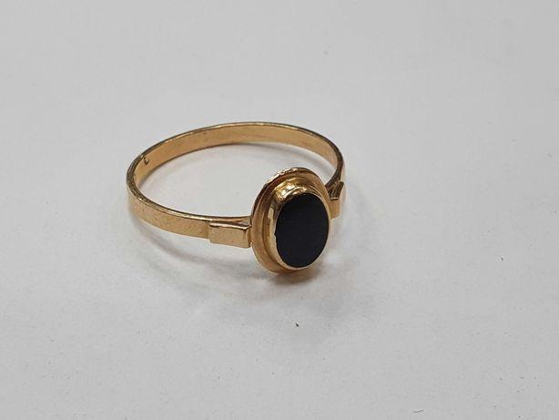 Klasyczny złoty pierścionek/ 585/ 1.70 gram/ R15/ Czarny kamień